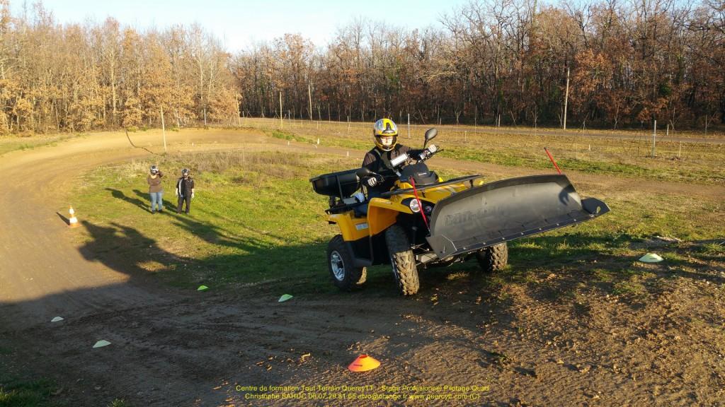 Stage pilotage quad lama à neige et épandeur